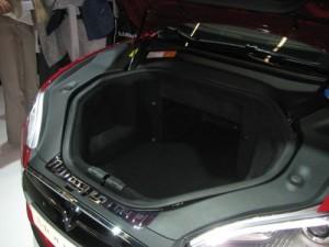 Tesla Kofferraum front