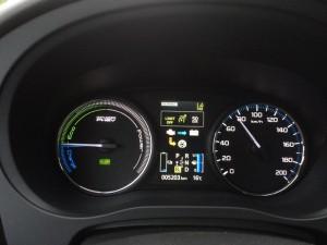 Ist der Akku leer oder wird stark beschleunigt, hilft der Verbrennungsmotor.