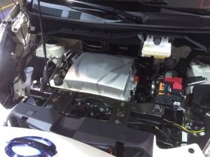 Im Motorraum des eNV200 ist viel Luft - Kein Wunder das Fahrzeug wurde eigentlich für den thermischen Antrieb entwickelt